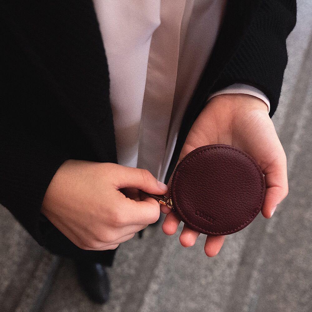 Portamonete Macaron di Gianfranco Corti, colore bordeaux