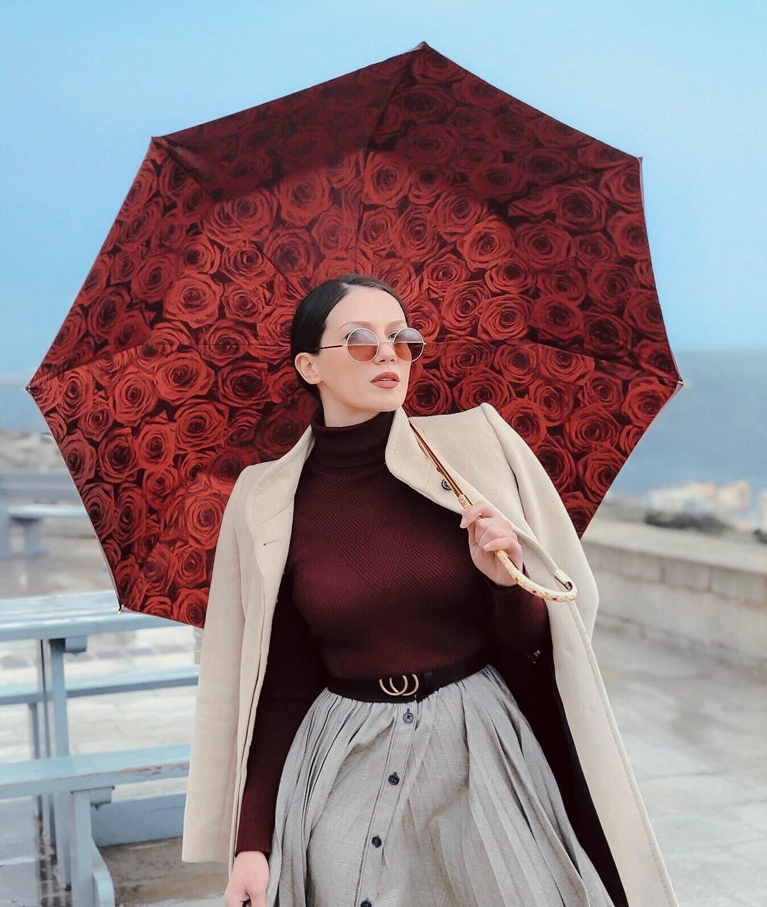 Ombrello in tessuto doppio con fantasia bouquet di rose rosse di Ombrelli Pasotti